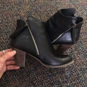 Black booties with cute zipper